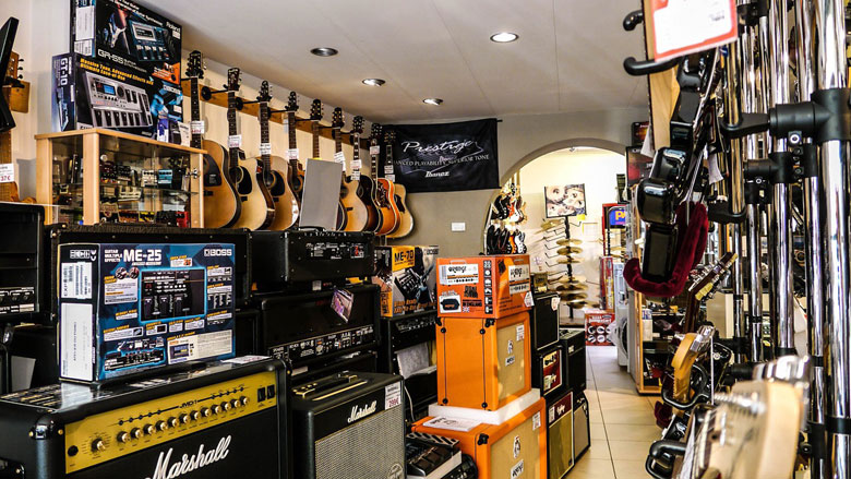 楽器店の店内