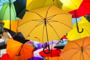 色々な色の傘